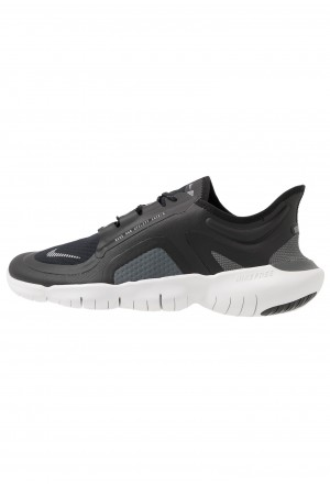 Nike FREE RUN 5.0 SHIELD - Loopschoen neutraal black/silver/cool greyNIKE202984