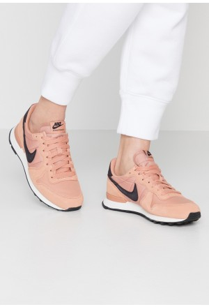 Nike INTERNATIONALIST - Sneakers laag rose gold/oil grey/summit whiteNIKE101339