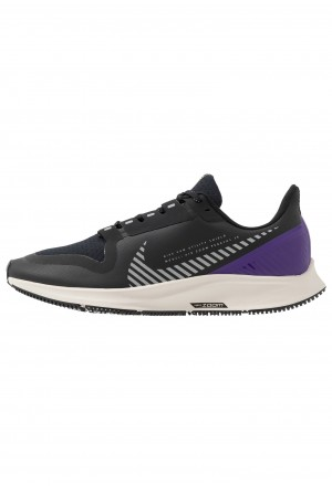 Nike AIR ZOOM PEGASUS 36 SHIELD - Hardloopschoenen neutraal black/silver/desert sand/voltage purpleNIKE101702