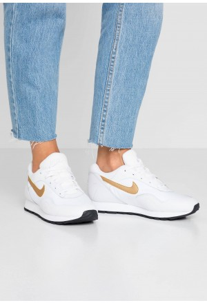 Nike OUTBURST - Sneakers laag white/metallic gold/blackNIKE101533