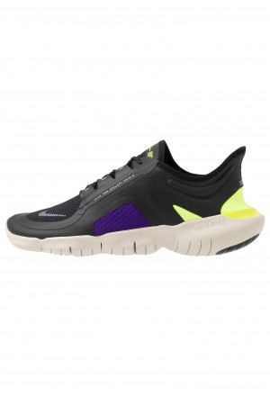 Nike FREE RUN 5.0 SHIELD - Loopschoen neutraal black/metallic silver/voltage purpleNIKE202983