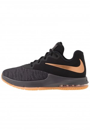 Nike AIR MAX INFURIATE III LOW - Basketbalschoenen black/metallic copper/thunder grey/medium brownNIKE202836