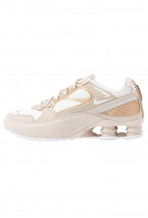 Nike SHOX ENIGMA 9000 - Sneakers laag desert sand/white/summit white/light soft pinkNIKE101302