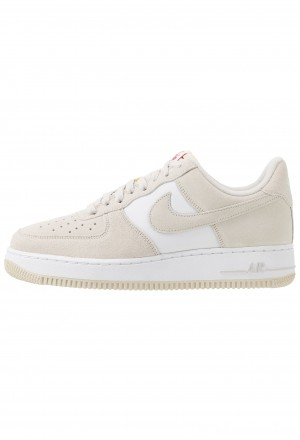 Nike AIR FORCE 1 '07 1FA19 - Sneakers laag light bone/university red/white/sailNIKE202575