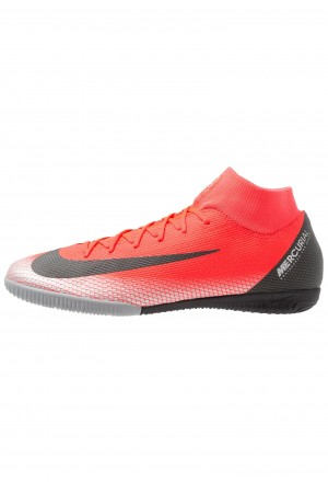 Nike ACADEMY CR7 IC - Zaalvoetbalschoenen bright crimson/chrome/dark grey/blackNIKE203181